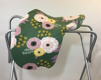 Green Floral Fleece Saddle Cover for Dressage, All Purpose, Jumping Saddles