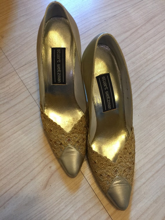 Gold vintage heels with gold lace detail