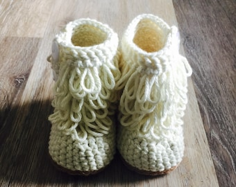 Crochet Baby Boots.  Furrylicious Baby Boots.  Crochet Baby Uggs. Crochet Baby Booties. Girl Boots.