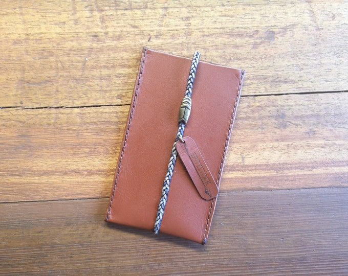 Cognac-coloured mobile phone case, with braided ribbon and magnetic clasp