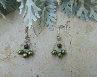 Tree earrings perfect woman gift , available in two colors: khaki and red