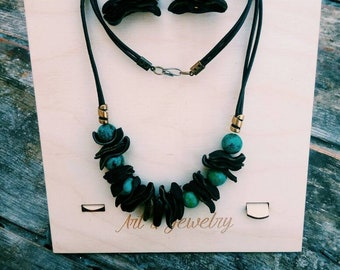 Bohostyled necklace and earrings - green stone-