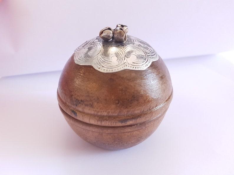 gift,vintage handmade wooden,box carved flowers,pill box small round box,wooden box,vintage wooden jewelry box,carved wooden jewelry box