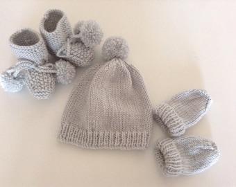 Grey baby set-unisex baby clothes-gender neutral baby set-baby shower gift-pom  pom booties-pom pom baby hat-baby bobble hat-gift for new mom 001bfa007183