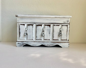 Vintage Shabby Chic Distressed Painted Wooden Musical Jewelry Box / White Old Jewelry Box / Music Jewelry Chest