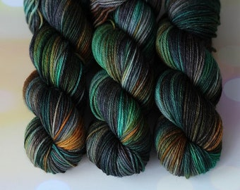 Hand Dyed yarn, 100% Merino Wool, knitting Active, speckled variegated yarn, arm knitting yarn, beautiful yarn