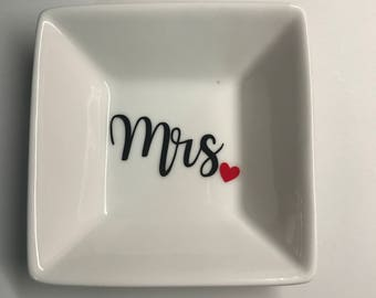 Mrs. Ring Dish Holder. Bridal Gift. Ring Holder. Wedding Gift.