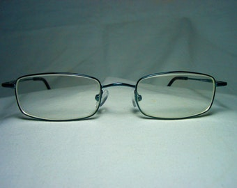 ac8da7c6337 Metal oval eyeglass