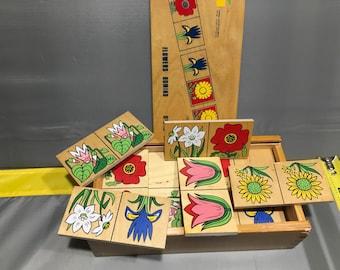 Wood domino flowers