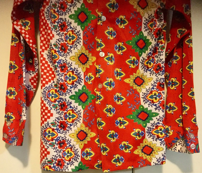 Red Shirt Blouse Top Print Polyester Pointed Collar Heads Up California Mens Size Small or UnisexWomans Vintage 1970
