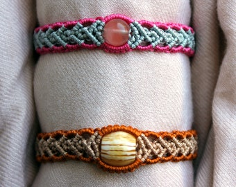 Big bead macrame bracelet with two colors