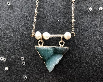 Natural crystal triangle ocean necklace with little pearls