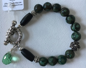 Carved bead toggle bracelet. Green beaded bracelet. Toggle bracelets. Green bracelets. Green jewelry. Handmade beaded bracelets. Bracelets.