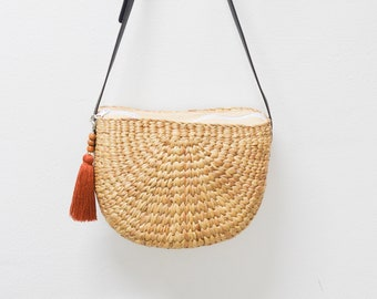 Free tassel keychain • Straw bag • Weaving seagrass(water hyacinth) crossbody bag / semi circle / handmade with dark brown leather strap