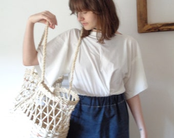 OUTFIT nr. 11 // spring-summer 2021: soft hemp-cotton tee with organic cotton jeans skirt and large market shopper (size S - M)