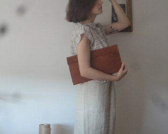 OUTFIT 8 // spring 2020: natural hemp denim skirt + simple cotton top + vegan tree bark clutch