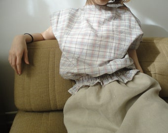 OUTFIT nr. 64 // short natural hemp denim skirt with light plaid cotton top, smocked and without sleeves (SPRING 2020)