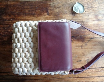 handwoven SHOULDER / CROSSBODY BAG without inlet and with natural leather detail, hand-made from natural husk and leather