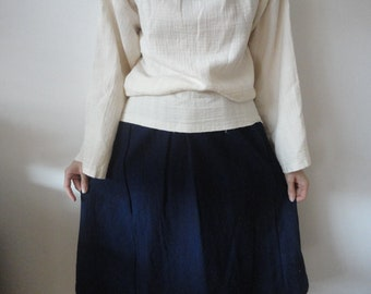 OUTFIT nr. 36 // raw cotton a-line skirt in blue, double gauze sweater with waffel poncho / throw and raw cotton tote (AUTUMN 2019)