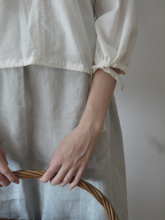 OUTFIT nr. 7 // grey linen midi long skirt, organic cotton peasant blouse with ties and blue stonewashed hemp tote (SPRING / SUMMER 2019)