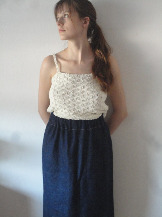 OUTFIT nr. 23 // plain hemp denim skirt, knitted organic cotton top in creme with blue details and raw cotton tote (SUMMER 2019)