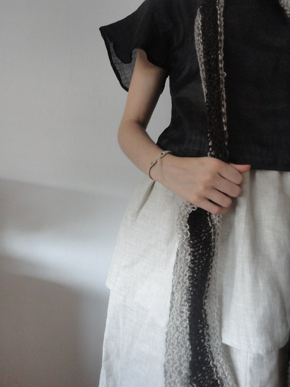 OUTFIT nr. 28 // wide double ply structured linen skirt with black fluffy sleeve blouse and wool knitted shawl (SPRING/AUTUMN 2019)