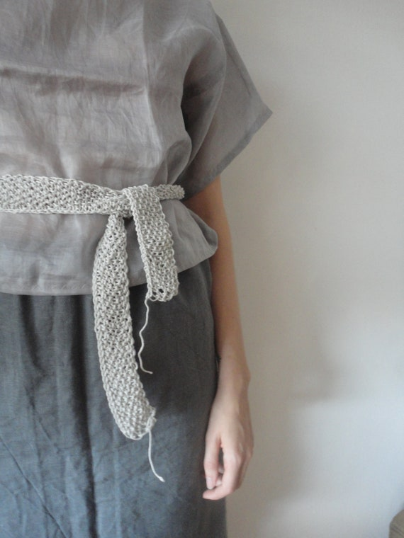 OUTFIT nr. 32 // heavy linen skirt without knitted pockets, ramie blouse with kimono sleeves in grey and knitted belt (SPRING/AUTUMN 2019)