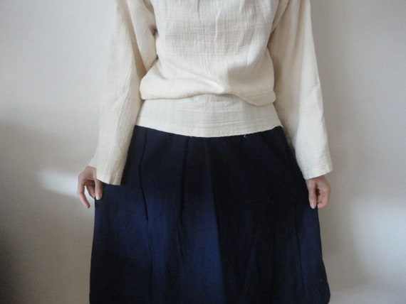 OUTFIT nr. 36 // raw cotton a-line skirt in blue, double gauze sweater with waffel poncho / throw and raw cotton tote ((AUTUMN 2019)