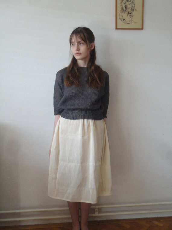 OUTFIT nr. 12 // light midi chic hemp-silk skirt, knitted linen sweater in dark grey and various linen totes + ring (SPRING/SUMMER 2019)