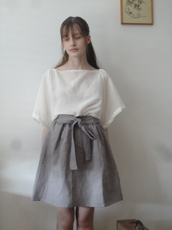 OUTFIT nr. 10 // short pigeon lilac-grey skirt with tie, silky sheer kimono sleeve cotton top and knitted linen scarve (SPRING/SUMMER 2019)
