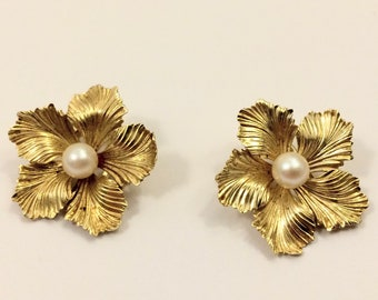 Retro solid gold 14 carat earrings with fresh water pearls - ca. 1960