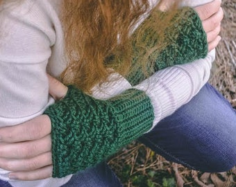 Women's Green Irish Weave Crochet Fingerless Gloves