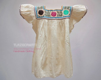 Cute hand-embroidered Mexican blouse, Chiapas blouse embroidered with different techniques, Frida Kahlo style clothing, Frida Kahlo blouse