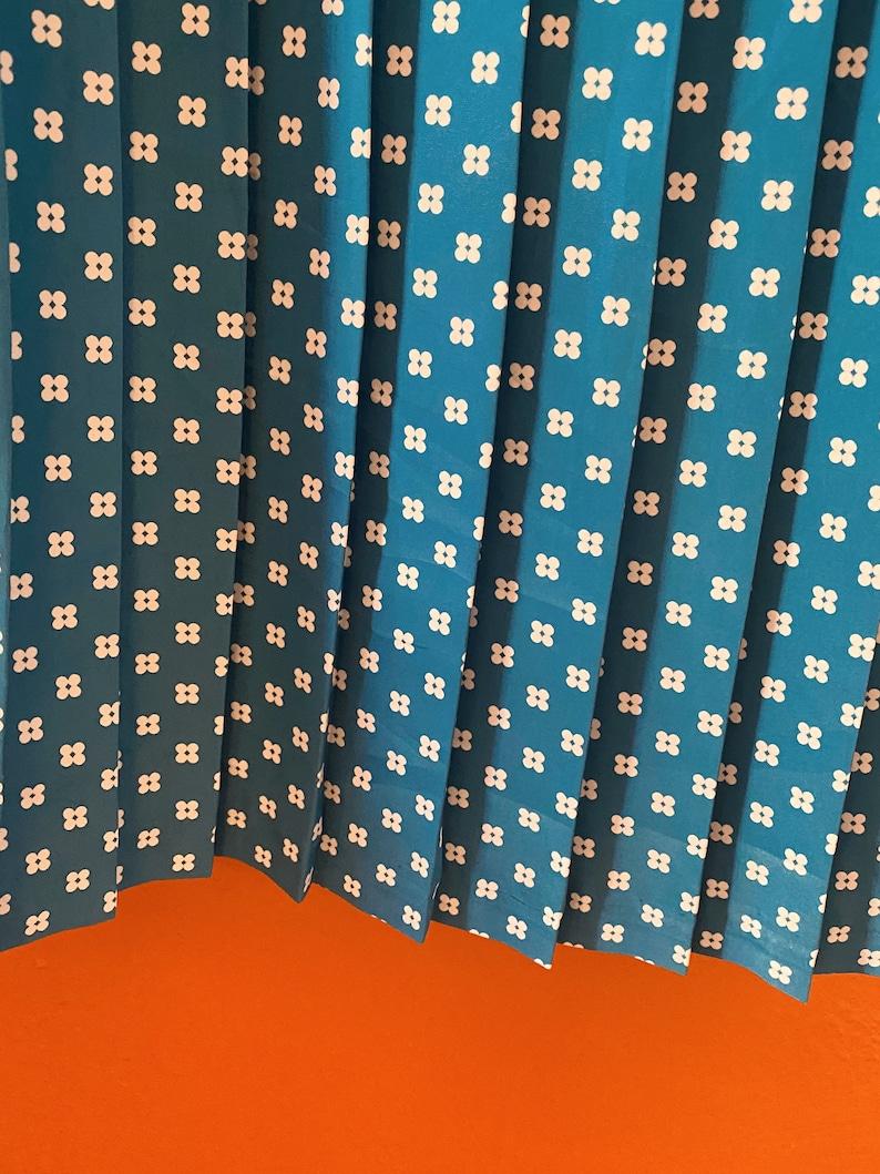 Blue Daisies Pleated Short Sleeve Leslie Fay Plus Size Dress