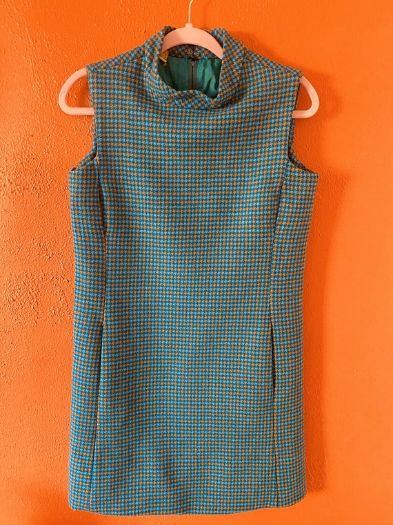 1960s Mock Neck Houndstooth Shift Dress