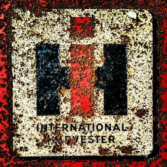 International Harvester Logo >> Rusty International Harvester Logo From An Old Corn Picker Tractor Farm Rural Midwest Farming Machinery Cornpicker Ih
