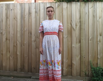 Gorgeous 70s white floral bold print floor length dress