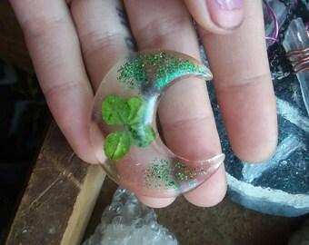 4 leaf clover moon