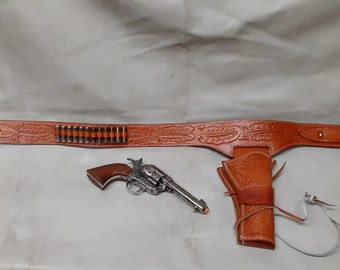 """1873 Colt """"Peacemaker"""" Fast Draw Decorative Revolver Non Firing Replica w/Western Leather Holster and Belt"""