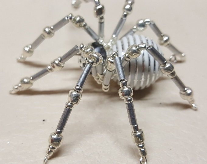 Steampunk Crystalline White/Silver Striped Ice Spider