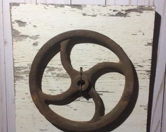 Vintage Pulley, Wall Decor, Rustic Decor, Farmhouse Decor, Chippy Wood, Rusty, Wall Hanging