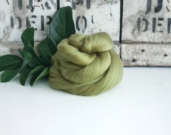 50g of Extra Fine Merino Wool Tops/Wool Roving || Asparagus || From DHG Shop Italy