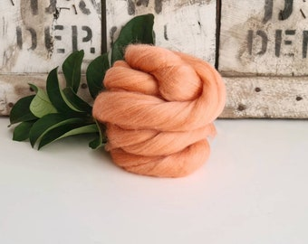 50g of Extra Fine Merino Wool Tops/Wool Roving || Rouge || From DHG Shop Italy