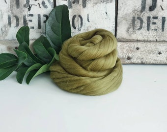 50g of Extra Fine Merino Wool Tops/Wool Roving || Olive || From DHG Shop Italy