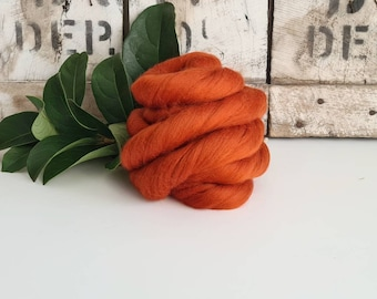 50g of Extra Fine Merino Wool Tops/Wool Roving || Rust || From DHG Shop Italy