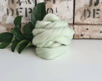 50g of Extra Fine Merino Wool Tops/Wool Roving || Lily of the Valley || DHG Italy