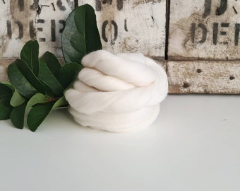 50g of Extra Fine Merino Wool Tops/Wool Roving || Snow || DHG Italy