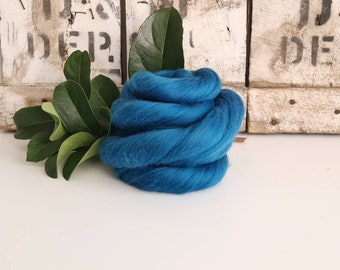 50g of Extra Fine Merino Wool Tops/Wool Roving || Teal || DHG Italy