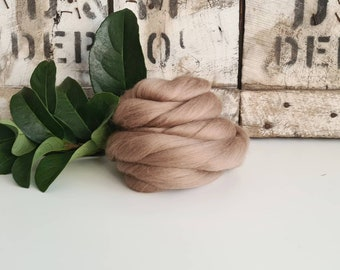 50g of Extra Fine Merino Wool Tops/Wool Roving || Earth || DHG Italy