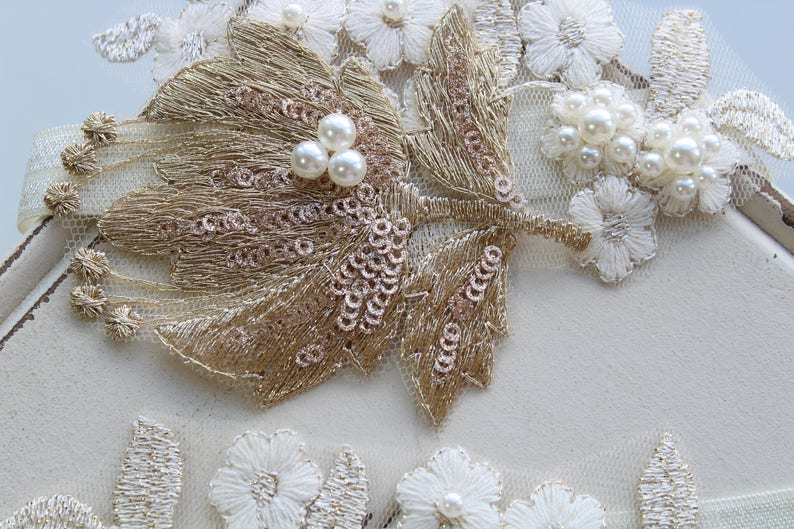 Vintage style Garter Flower Garter Lace garter Wedding Garter Gold Champagne Bridal Garter Gold Garter Floral Stretch Lace Garter set
